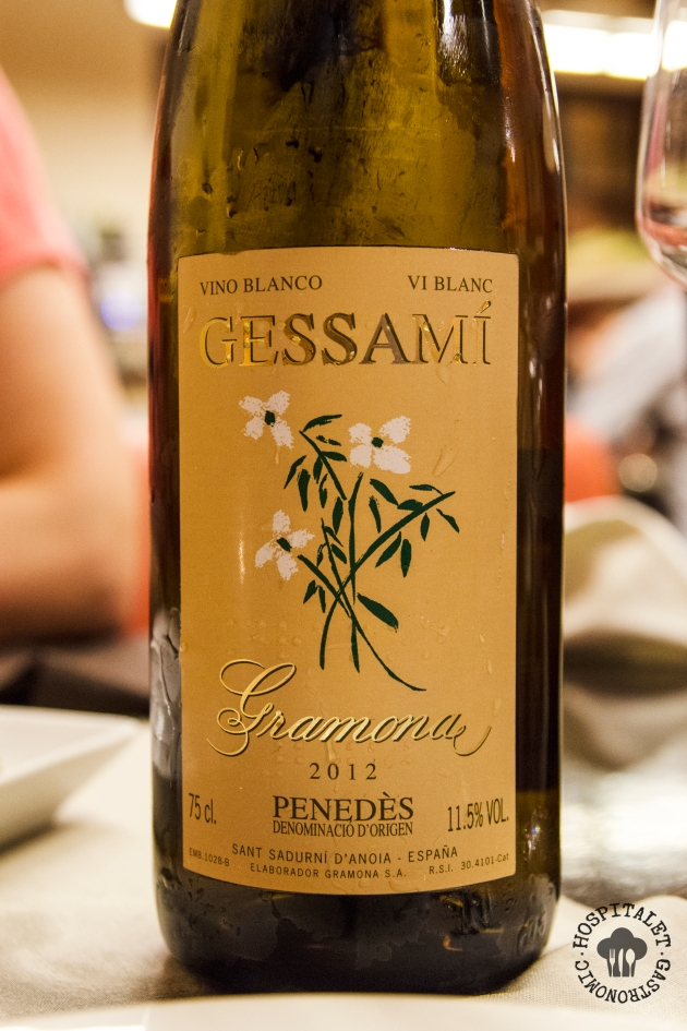 El vino, un Gessami de Gramona (Moscatel de Alejandría, Moscatel de Frontignan, Sauvignon Blanc y Gewürztraminer). Un vino tirando a dulce, fácil de beber.