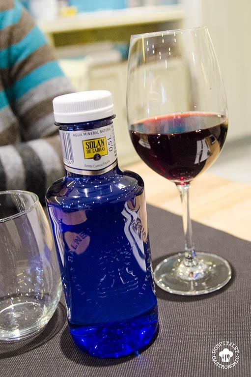 Copa de vino y agua.